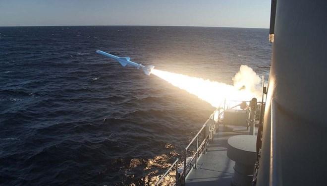 İran  Yeni Füzelerin Seri Üretimine Başladı