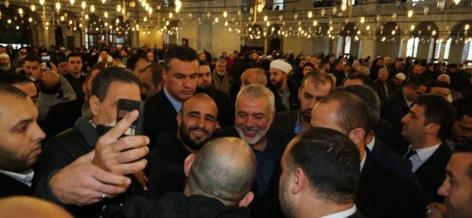 Fatih Camii'nde Heniyye'ye Yoğun İlgi