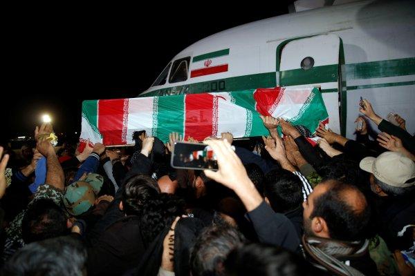İranlı Komutanın Cenazesi Ülkesine Getirildi
