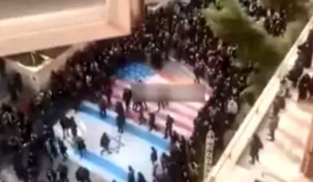 İran'daki Göstericilerin ABD Aşkı !
