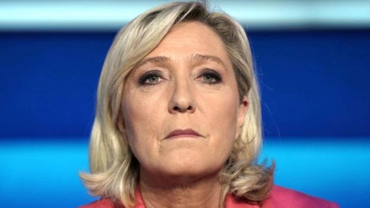 Le Pen'den 'Başörtüsü Yasaklansın' Çağrısı!