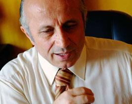 Yaşar Nuri Öztürk Ölümle Pençeleşiyor
