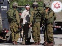 İsrail Askerleri  43 Filistinliyi Gözaltına Aldı