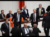 Yeni Şafak Yazarı: Bal Gibi Rejim Değişiyor