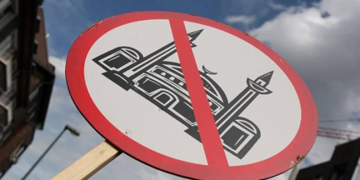 'Belçika'da Camilere Gidenler Fİşleniyor'