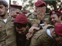 Hamas'lı Mücahidler İsrail  Askerini Öldürdü