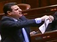 Arap vekil Ezanı Yasaklayan Taslağı Mecliste Yırttı