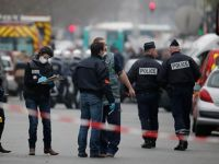 Fansa'da Polis Camiyi Bastı Müslümanları Zorla Dışarı Attı