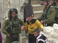 8 Yaşındaki Filistinli Çıplak Ayak Yerde Sürüklendi