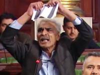 Tunuslu Milletvekili Siyonist Bayrağı Böyle Yırttı (VİDEO)