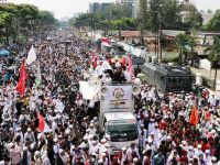 Endonezyalı Müslümanlar Sokaklara Döküldü