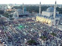 Konya'da Binlerce Çocuk Sabah Namazı Kıldı