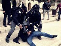 Siyonistler Aksa'da Namaz Kılanlara Saldırdı