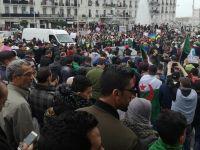 Cezayir'de imamlardan Diyanet'e Uyarı