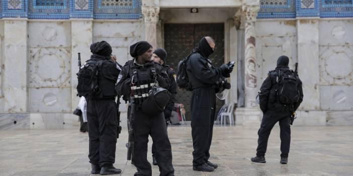 İsrail Polisi  Mescid-i Aksa'da Cemaatte Saldırdı