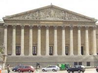 """Fransa'da """"Eylemci"""" Yasası Onaylandı"""