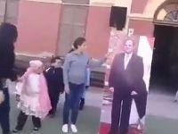 Sisi'nin Afişine Alkış Tuttular